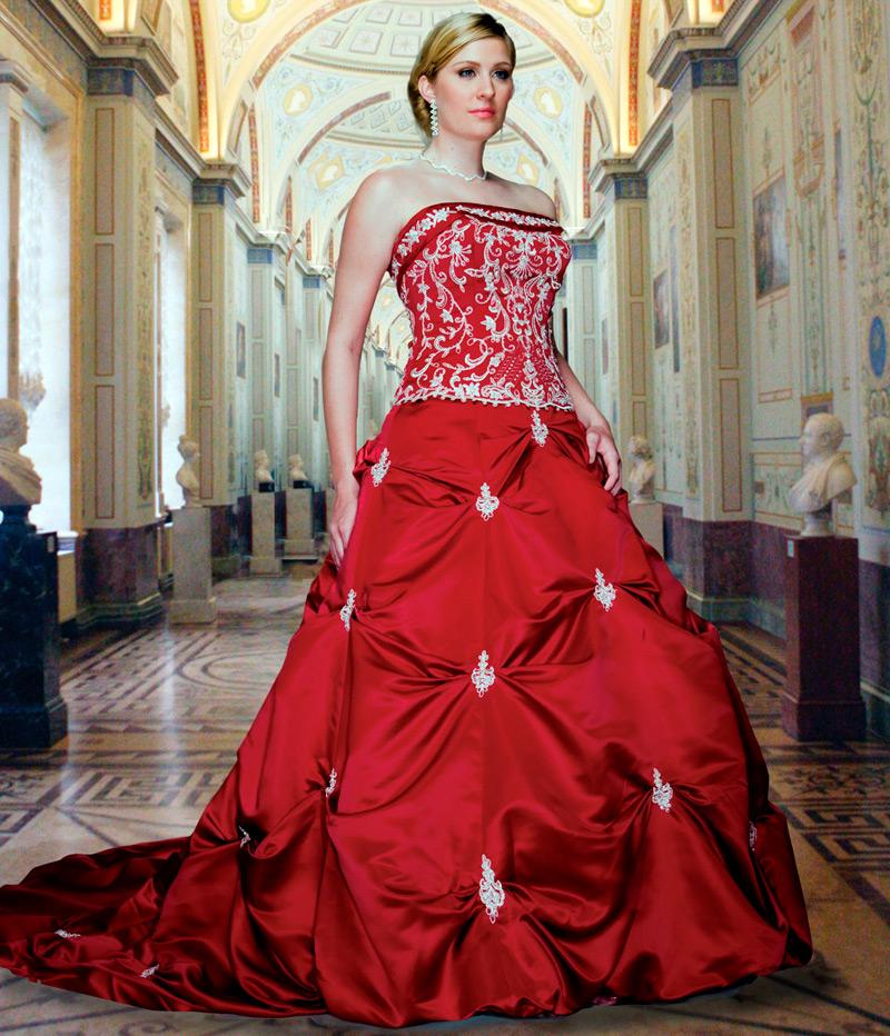Свадебное платье красного цвета с вышивкой