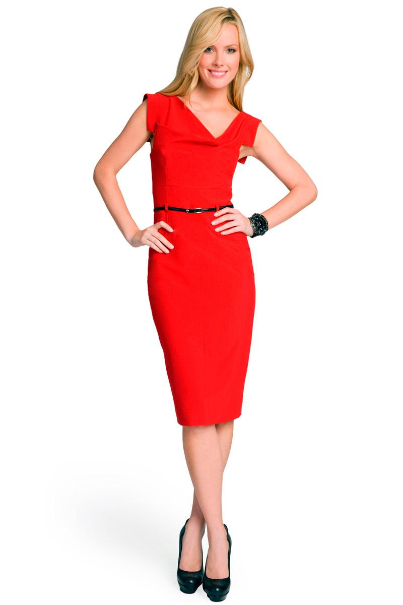 Короткое платье красного цвета, очень красивое и удобное