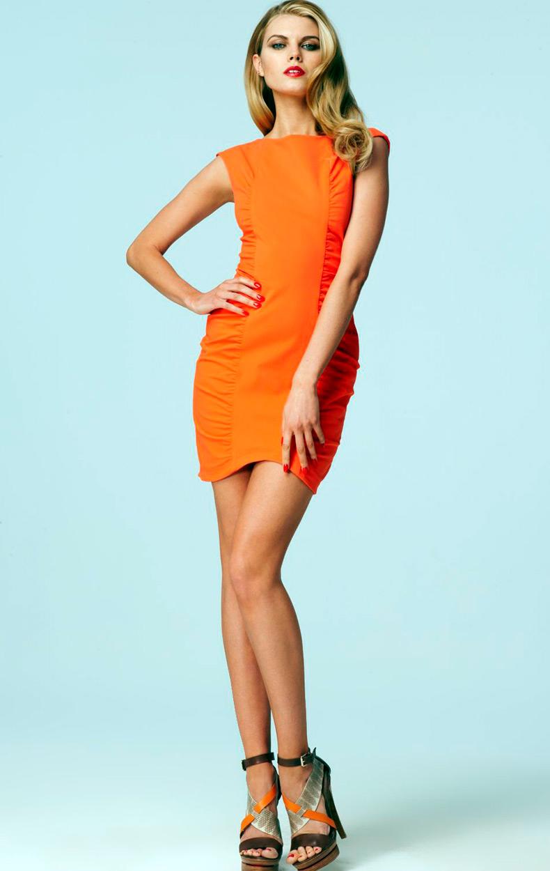 Марина Линчук фото в коротком платье