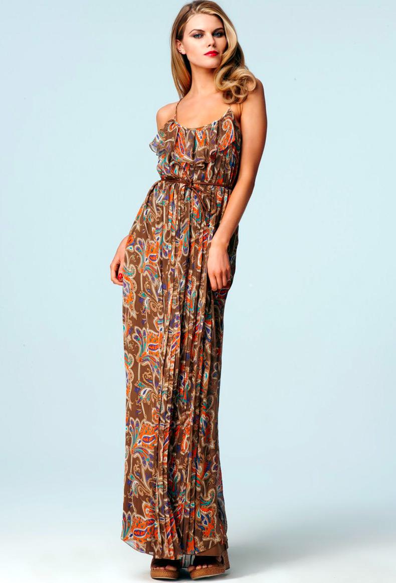 Марина Линчук в длинном платье