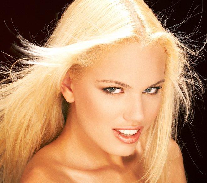 Очень красивое лицо блондинки — photo 9