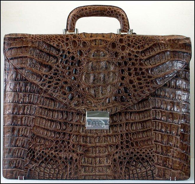 Деловой портфель из кожи крокодила фото