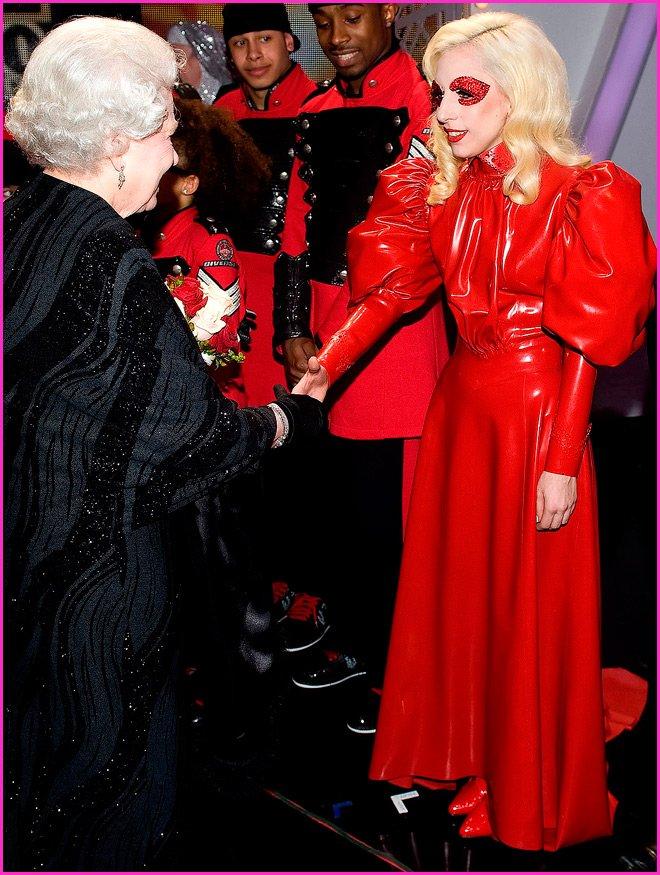 Платье певицы Леди Гага, фото
