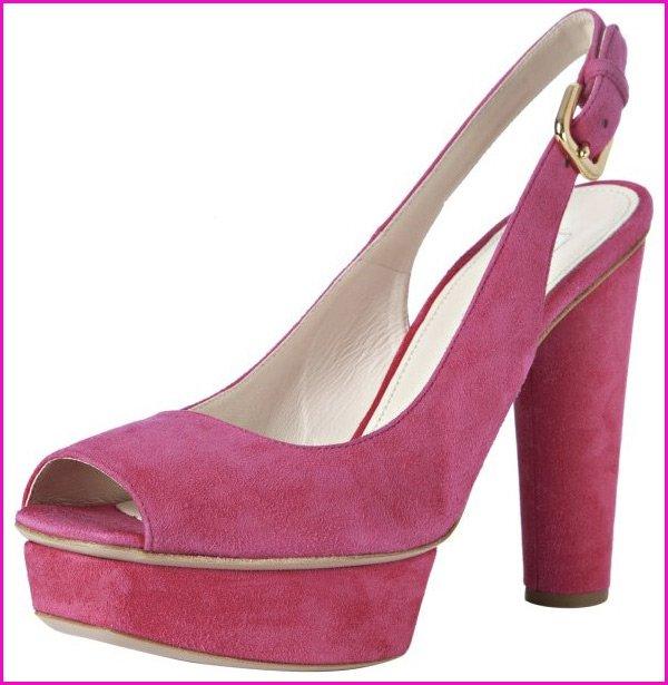 Модные розовые туфли
