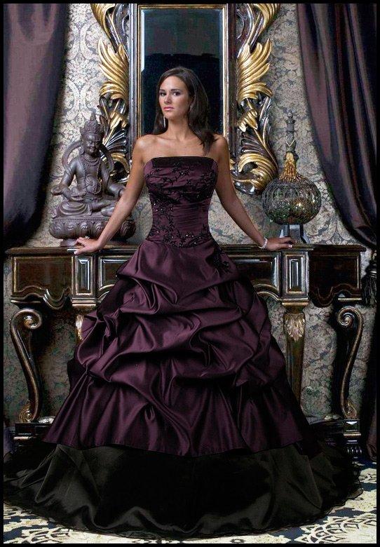 Девушка в готическом платье