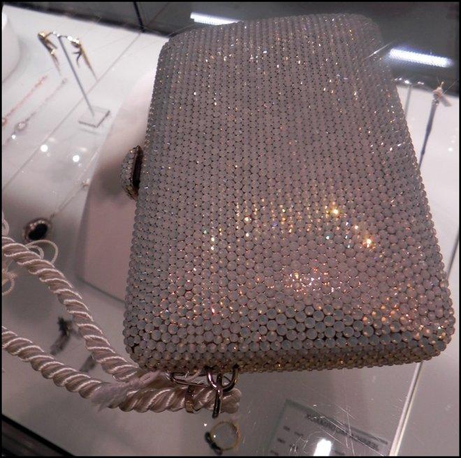 Клатч украшенный кристаллами Сваровски