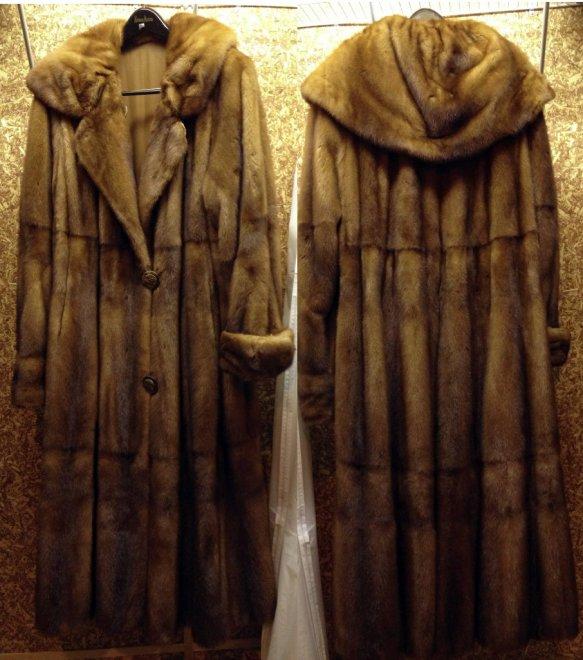 Норковая шуба коричневая Дома Fendi