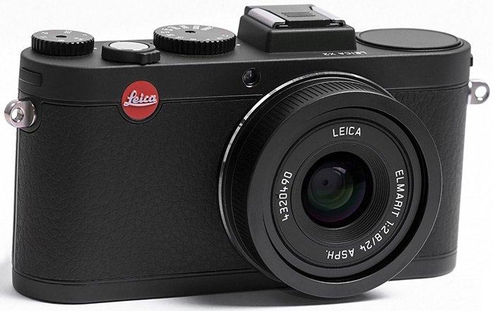 Цифровой фотоаппарат Leica для красивой девушки
