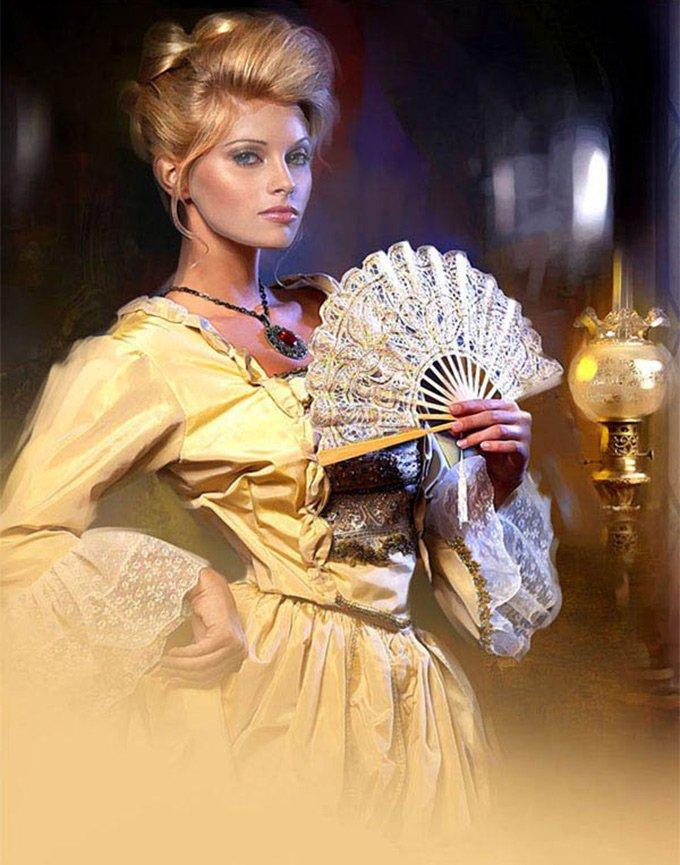 Блондинка с веером