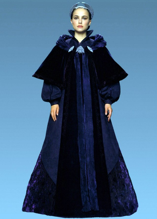 Сказочная королева и ее костюмы
