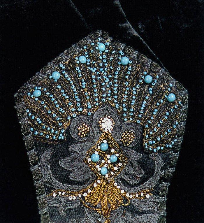 Элемент декора платья королевы