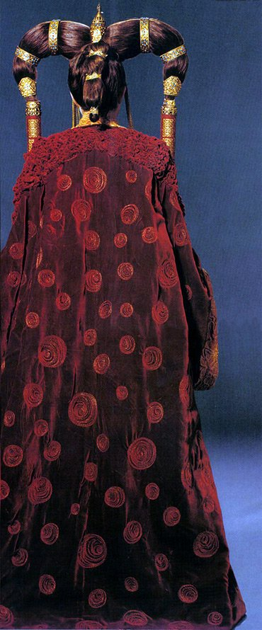 Платье королевы инопланетянки