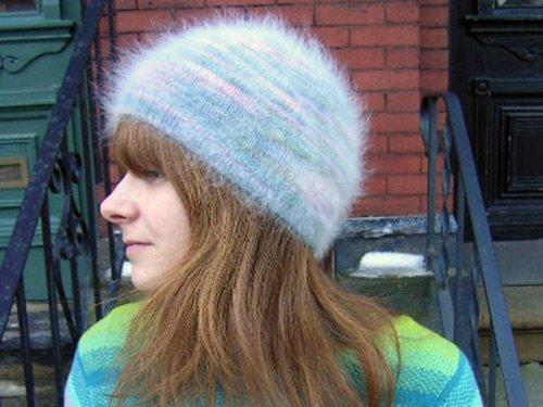 Вязаная шапка из ангоры