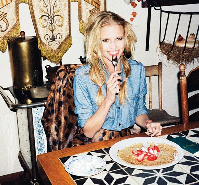 Лара Стоун фото в ресторане