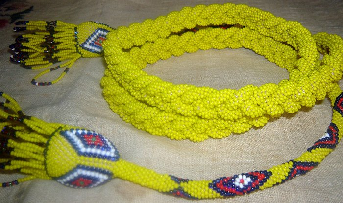 Пояс из желтого бисера фото