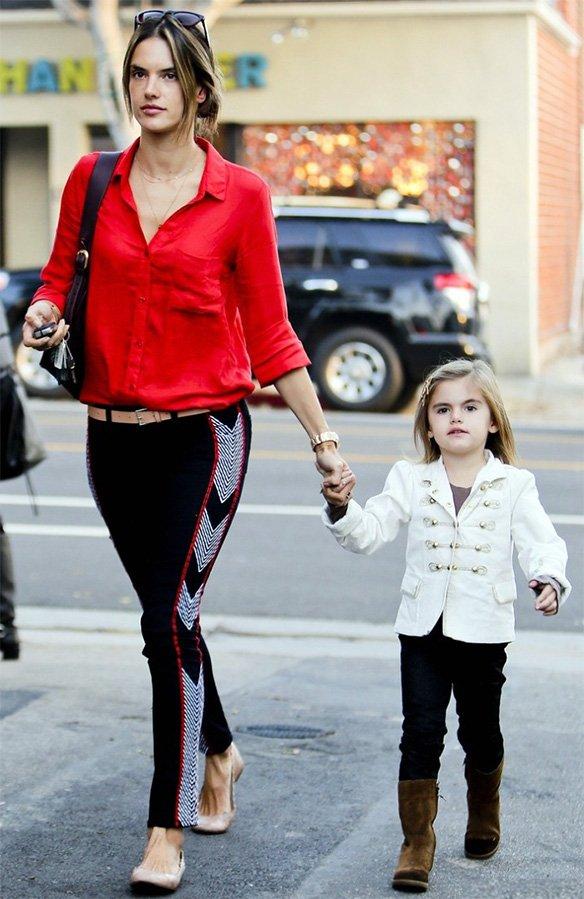 Модель Алессандра Амбросио с ребенком