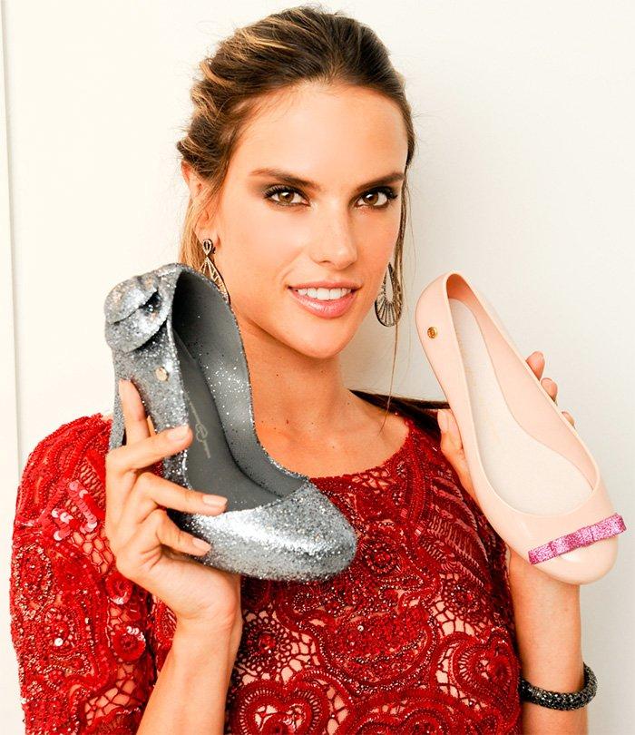 Алессандра Амбросио демонстрирует туфли