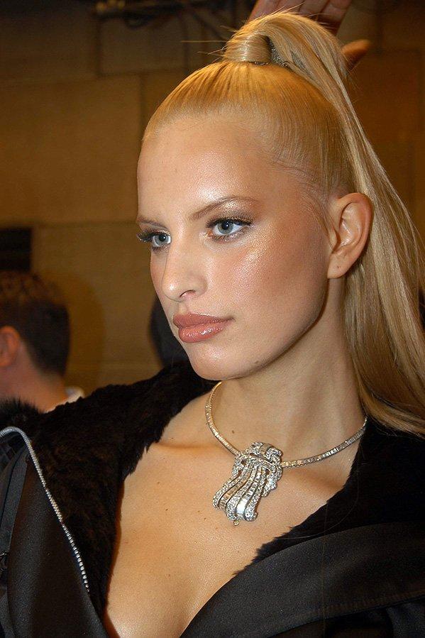 Каролина Куркова, фото с хвостом