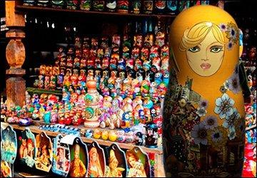 Современные куклы и русские матрешки