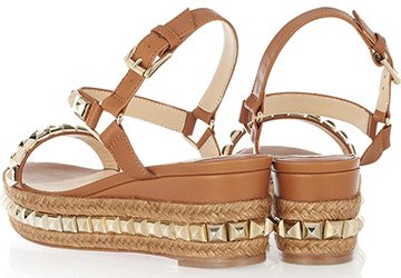 Модная обувь для пляжного отдыха