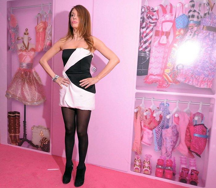 Девушка в гардеробной Барби