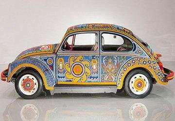 Гламурный автомобиль украшенный бисером