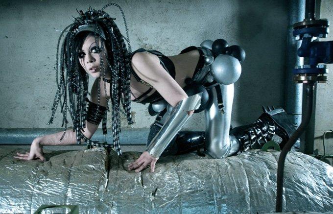 Девушка в стиле кибер-гот, фото