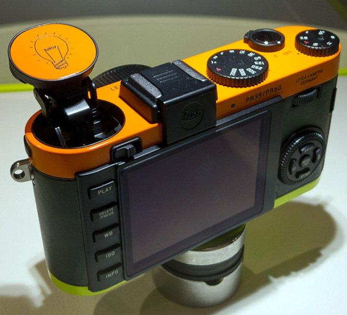 Фотоаппарат Leica X2 для творческих девушек