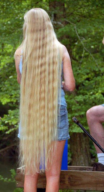 Фотография девушки с длинными волосами