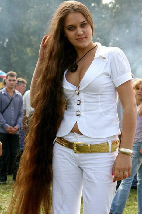 Девушка с длинными волосами, фото