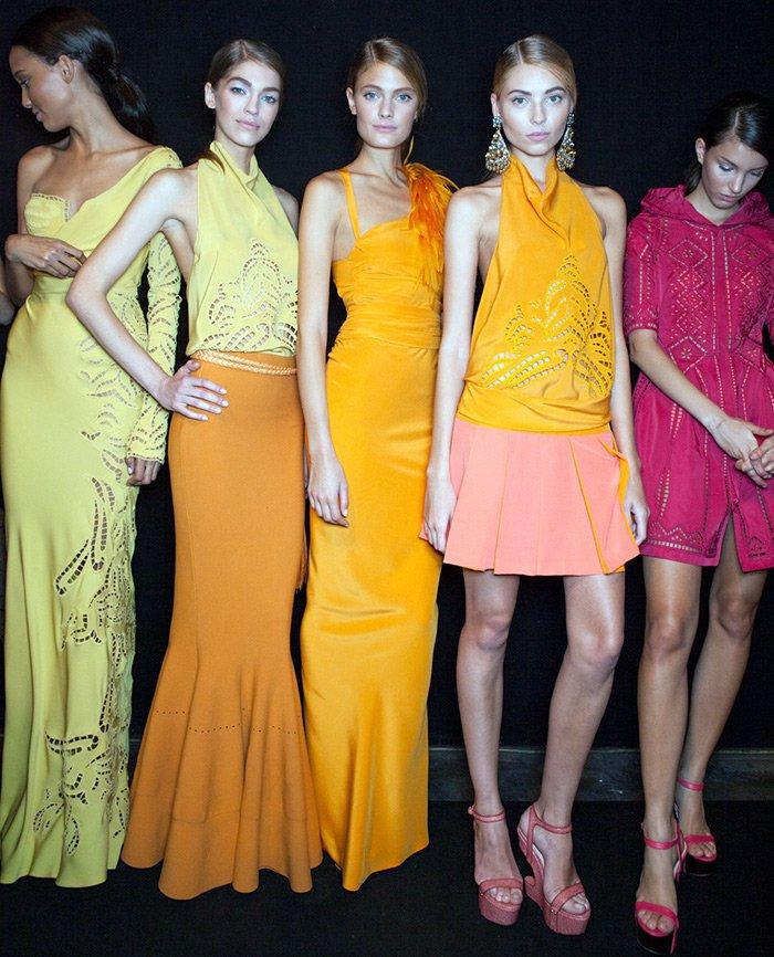 модели в одежде от Эрманно Шервино фото