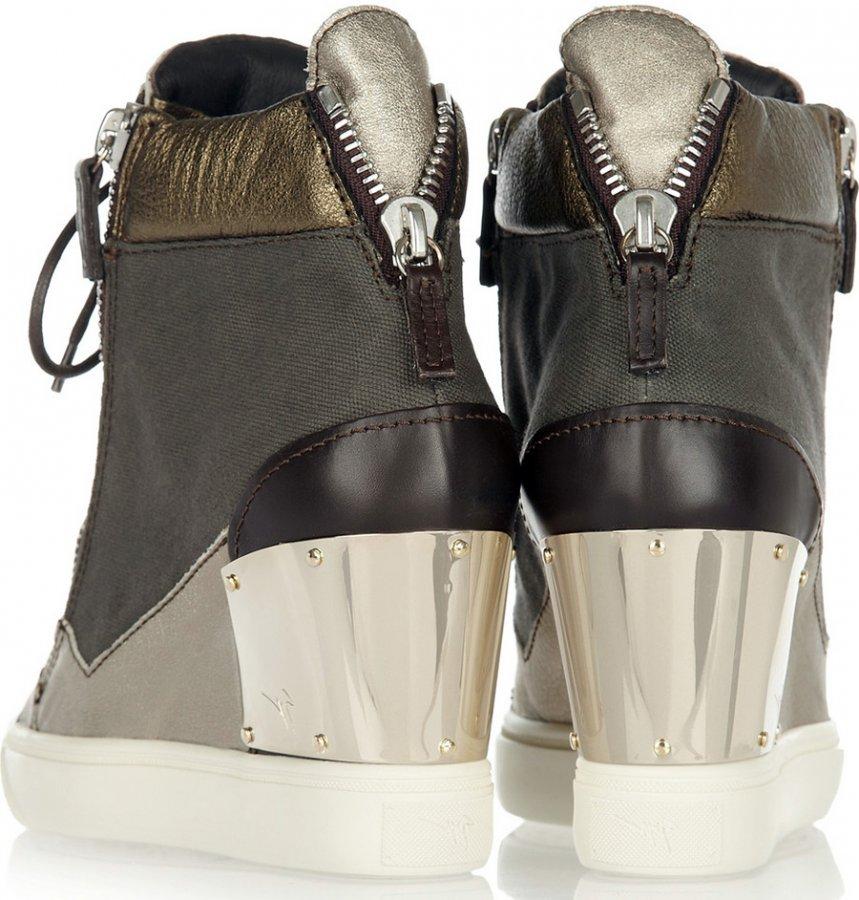 Женская обувь на танкетке – фото