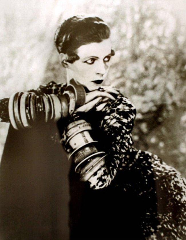 Nancy Cunard in bangles, фото