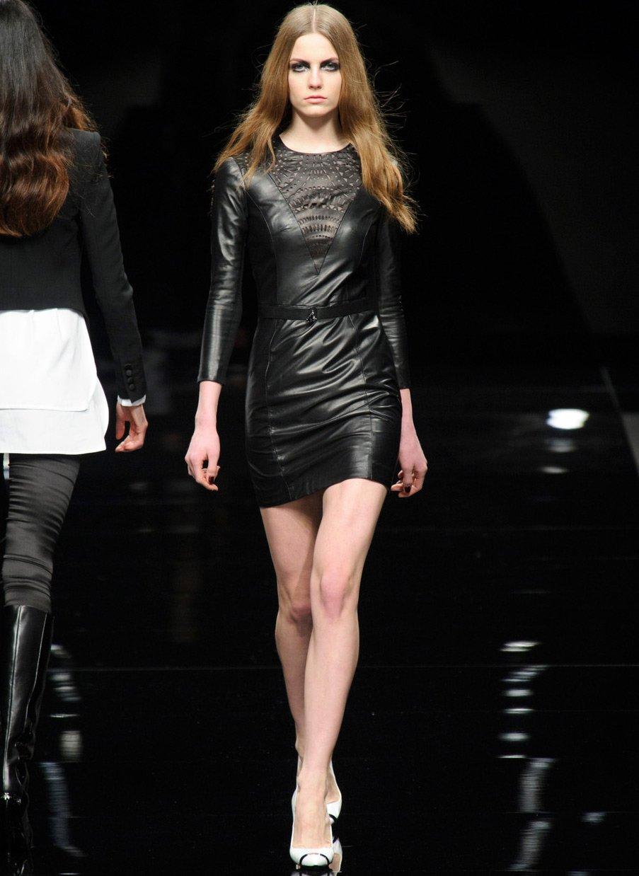 Кожаные платья и платья эмитирующие кожу в 2019 году