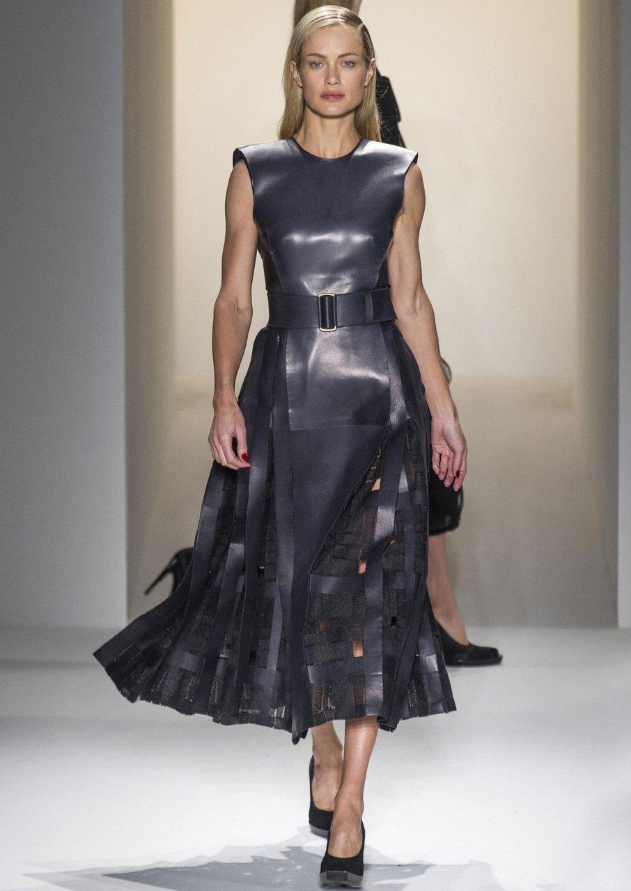 Кожаные платья и платья эмитирующие кожу новые фото