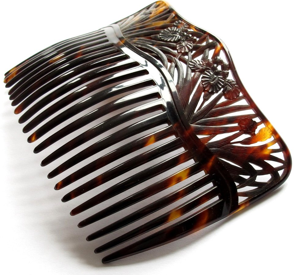 67aadc8bc915 Антикварные гребни для волос – фото гребней