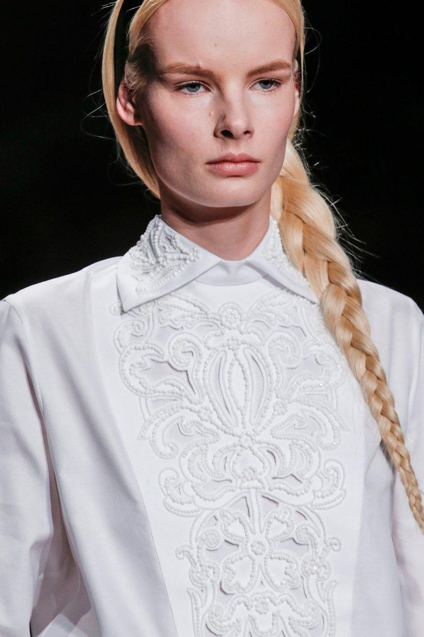 Платье с белым воротничком крючком