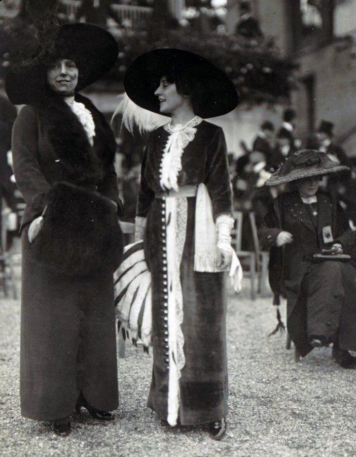 Девушки в мехах, фото