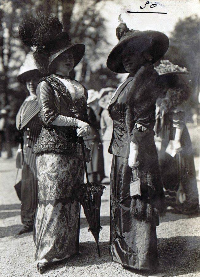 Дама с зонтиком, фото