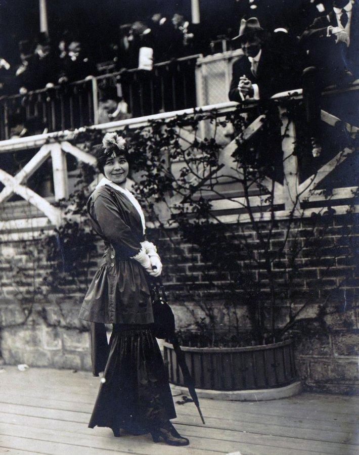Девушка с зонтиком, фото