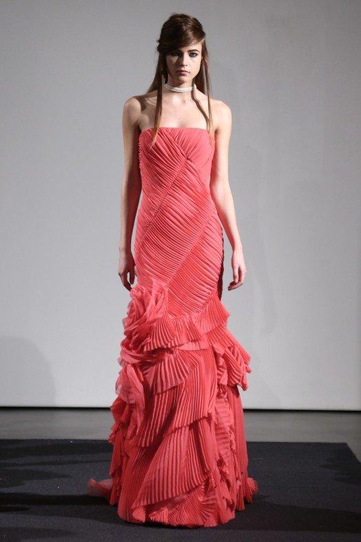 Красно – коралловое свадебное платье