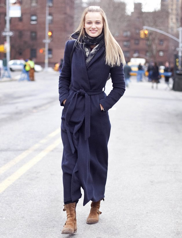 Модель в теплом пальто