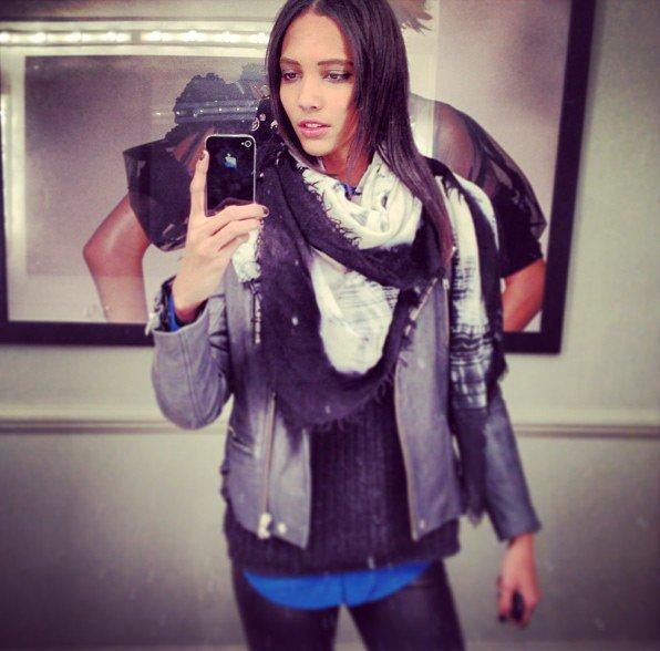 Cora Emmanuel фото на смартфон