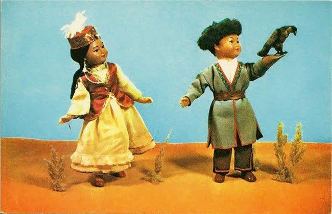 Советские куклы в национальных костюмах