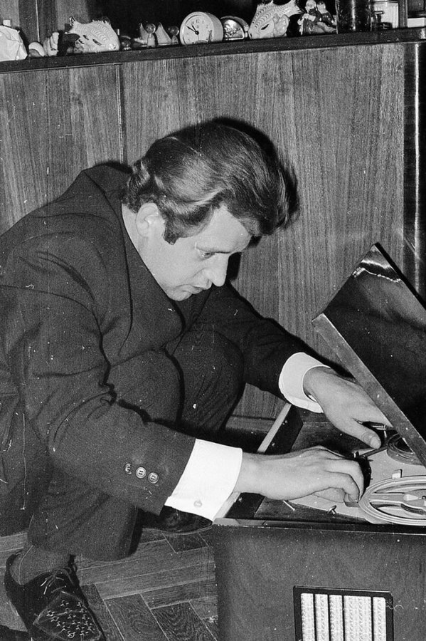 Старый советский магнитофон, фото