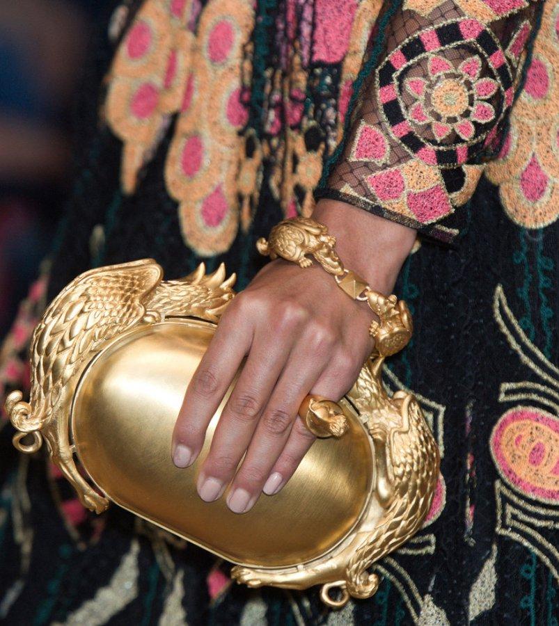 Клатч и браслет от Valentino, фото