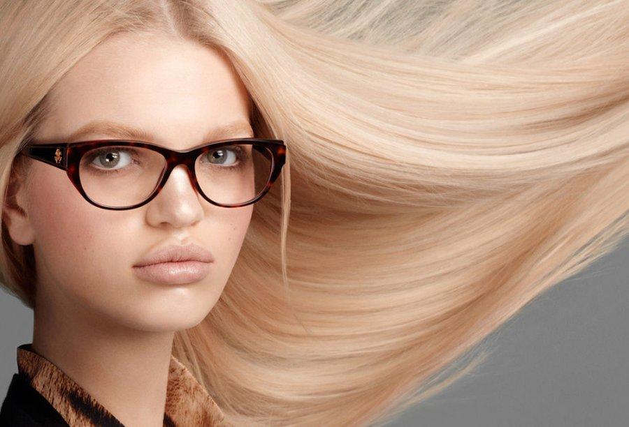 Дафна Гроенвельд фото в очках