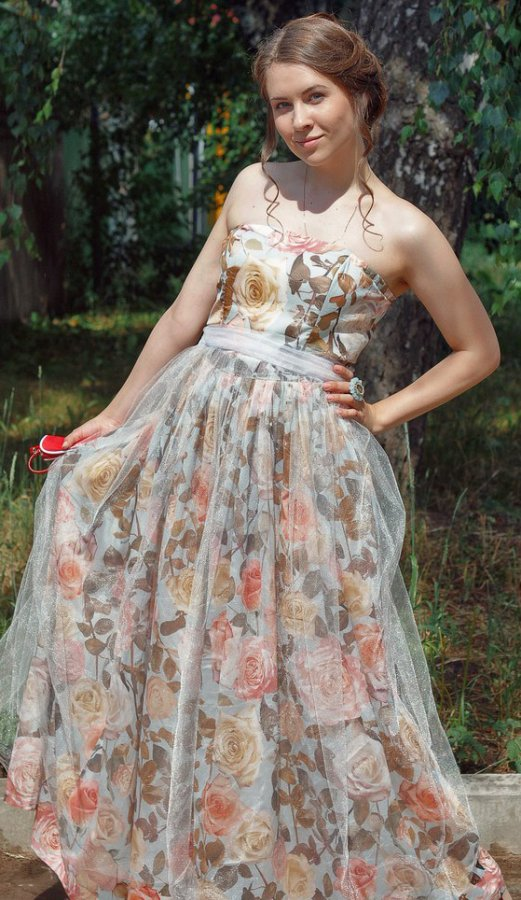 Девушка в платье, фото