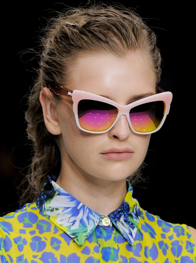 Девушка в очках, фото