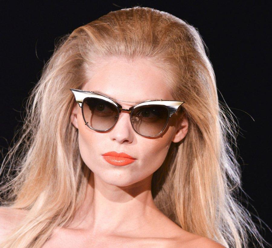 Блондинка в солнцезащитных очках, фото